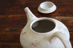 Thoughtful and beautifully executed details like the interior tea strainer shown in the pot's interior show that Matsuzuka Yuko designs with others in mind.