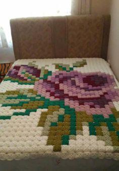Crochet granny squares in gian
