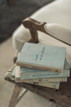 stapel oude boeken | www.twoonhuis.nl
