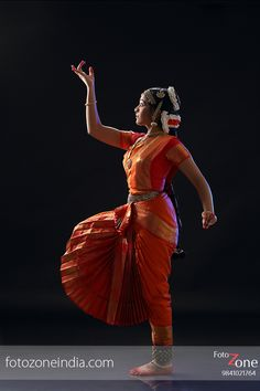 FotoZone - Experienced Bhratanatyam and Classical Dance Photographer, has closely worked with almost all leading Classical Dance Teachers in India.