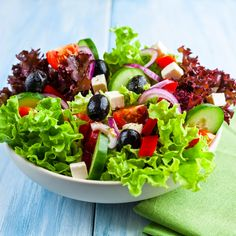 healthy salad with cherry tomatoes feta cheese cucumber black olives red onion lettuce cucumber red pepper and spices. concept for healthy nutrition. Healthy Detox, Healthy Eating, Healthy Weight, Salada Light, Detox Diet Drinks, Cleanse Diet, Diet Detox, Stomach Cleanse, Fruit Detox