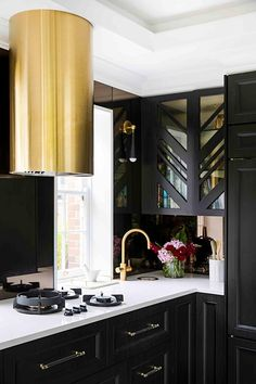 Gold and black dramatic kitchen. Gold Kitchen, Kitchen Decor, Kitchen Ideas, Kitchen Designs, Black Kitchens, Home Kitchens, Maximalist Interior, Contemporary Kitchen Cabinets, Melbourne House