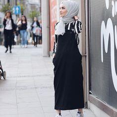 Hayırlı iftarlar Ne çabuk geçti Ramazan ayı, nasıl tutacağız bu sıcaklarda derken çabucak geçti bitti. Hüzün sarmadı değil tabi içimizi  Şimdi @kevsersarioglu nun salopet elbisesinin rahatlığını bırakmak istiyorum buraya Bende bağımlılık yaptı kendisi♥️