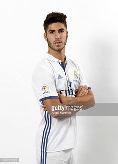 MADRID, SPAIN - AUGUST Marco Asensio of Real Madrid poses during his official presentation at Estadio Santiago Bernabeu on August 2016 in Madrid, Spain. (Photo by Angel Martinez/Real Madrid via Getty Images) First Football, Football Love, Best Football Team, Real Madrid Team, Football Players, Sexy Men, Beautiful People, Polo Ralph Lauren, Poses