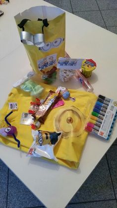 Give aways Minion Party, Snack Recipes, Snacks, Minions, Chips, Food, Tapas Food, Appetizer Recipes, Appetizers