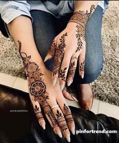 Pin For Trend Presented Amazing Backhand Arabic Mehandi Designs That You Must Try - Mehandi Designs 2019 - 2020 (Latest Mehandi Designs Images) Pretty Henna Designs, Modern Henna Designs, Indian Henna Designs, Latest Henna Designs, Henna Tattoo Designs Simple, Finger Henna Designs, Mehndi Designs 2018, Mehndi Designs For Fingers, Dulhan Mehndi Designs