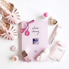 Pink pink   #flatlay #pink #meetmeinparee   www.meetmeinparee.com