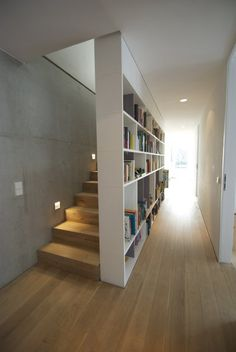 Modern Interior with Stunning Bookshelf Ideas for Book Lovers – Futurist Architecture Interior Stairs, Apartment Interior, Interior Architecture, Hall Interior, Attic Rooms, House Stairs, Staircase Design, Design Case, Design Design