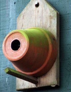 Ten Amazing Bird Houses All Made From Upcycling and Recycling Cool Bird Houses, Bird Tables, Homemade Bird Houses, Bird House Feeder, Bird Feeders, Bird House Plans, Bird House Kits, Recycling, Diy Fence