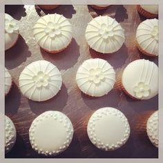 Wedding cupcakes #madewithstudio Fun Cupcakes, Wedding Cupcakes, Cupcake Cookies, Cake Pops, Wedding Inspiration, Wedding Ideas, Cake Decorations, Cupcake Recipes, Getting Married