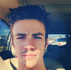 But first, let me take a #selfie // Grant Gustin♥