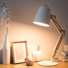 Lampe de bureau en bois et métal blanc H 64 cm SWEDEN | Maisons du Monde- 90 € .