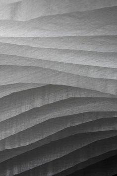 tableau à fouiller: graphisme noir et blanc (celui-ci s'intitule: ruffles (rubans!))