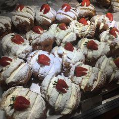 _  _  #딸기#빵#구슐바우어 #악마의치즈크림번 #dessert