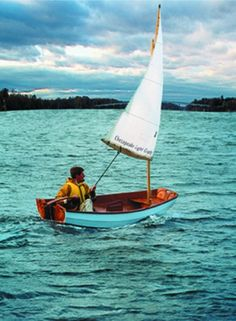 Boat Plans 256634878753982803 - Eastport Pram Source by Wooden Speed Boats, Wooden Boats, Wooden Sailboat, Sailing Dinghy, Yacht Week, Small Sailboats, Boat Projects, Plywood Boat, Wooden Boat Plans