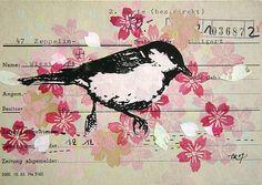 Pretty.. pájaro y flores pintada en un papel viejo