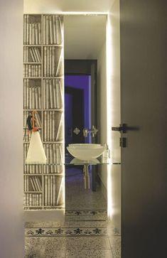 salle-de-bains may day lampe flos Milan, Boutique Deco, Ex Libris, Cole And Son, Amazing Bathrooms, Decoration, Interior Decorating, Sweet Home, Dekoration