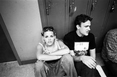 Behind the scenes of Freaks and Geeks~ Busy Phillips and Mark Segel Movies And Series, Movies And Tv Shows, Freeks And Geeks, Kim Kelly, Cougar Town, Grunge Fashion, Movies Showing, Pretty People, Beautiful People