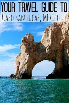 Es la playa en Cabo San Lucas. Se puede deportes acuáticos y ballena.