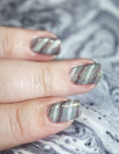 Demure Holo Neutral Stripe Nail Art using KBShimmer Office Space shades in Makin' Copies, Fax of Life, & Cubicle Pusher on All Things Beautiful XO Nice Nails, Fun Nails, Pretty Nails, Nail Art Stripes, Striped Nails, Beauty Routine Tips, Sugar Scrub Diy, Beauty Review, Holiday Nails