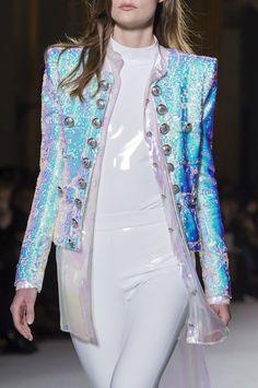 Balmain at Paris Fashion Week Fall 2018 - Livingly All About Fashion, Love Fashion, Runway Fashion, High Fashion, Autumn Fashion, Womens Fashion, Fashion Tips, Fashion Design, Fashion Trends