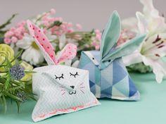 DIY-Anleitung: Kleine Häschen mit Schnittmuster nähen / tutorial: little easter bunnies with sewing pattern via DaWanda.com