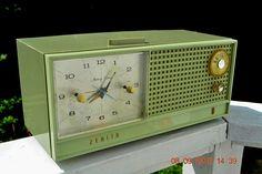 AVOCADO Mid Century Retro Jetsons Vintage 1962 Zenith H519F AM Tube Clock Radio…