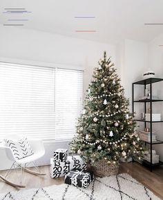 "Minimal Scandinavian Christmas Tree Simple decorations for a modern minimal Christmas tree.""},""grid_title"":""Minimal Scandinavian Christmas Tree - Homey Oh My Christmas Tree Ideas 2018, White Christmas Tree Decorations, Christmas Tree Inspiration, Alternative Christmas Tree, Christmas Tree Design, Beautiful Christmas Trees, Holiday Decor, Christmas Ornaments, Christmas Cookies"