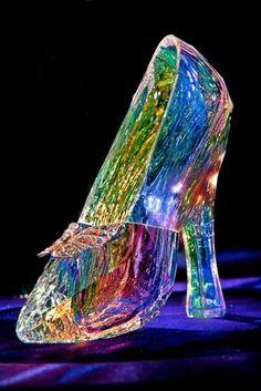 Cinderella Disney, Cinderella Shoes, Swarovski Crystal Figurines, Swarovski Crystals, Fancy Shoes, Cute Shoes, Disney Princess Jewelry, Crystal Gallery, Glass Shoes