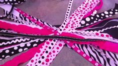 How to Make a Pony O Cheer Bow, via YouTube. We gotta get together to do this soon @T. Shay