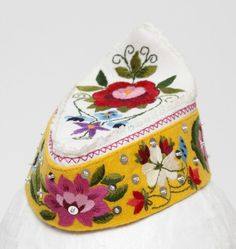 Hand embroidered bonnet. Accessory to the island Muhu national dress (Estonia).