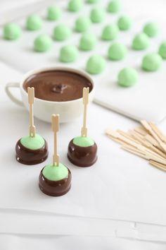 20 Quick and Easy Holiday Candy Recipes To Make And Give Mint Recipes, Candy Recipes, Dessert Recipes, Desserts, Buttercream Candy Recipe, Caramel Truffle Recipe, Yummy Treats, Sweet Treats, Chocolate Hazelnut
