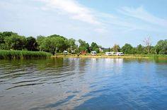 Wohnmobil-Stellplatz in der Fischergemeinde Altwarp, Stettiner Haff, Mecklenburg Vorpommern