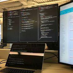 Nice setup! Photo: @sinan.bolel Coding #angular2 on the new #dell U2717D #monitor at 2560x1440 resolution! so far love it . Computer Coding, Computer Programming, Computer Science, Gaming Room Setup, Computer Setup, Office Setup, Desk Setup, Office Ideas, Web Mobile