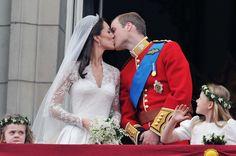 Berühmter Kuss auf dem Balkon des Palastes: Auch der Enkel der Queen, Prinz...
