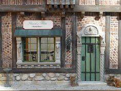 dollhouse miniature library | Flourish & Botts Bookstore Dollhouse from Harry Potter