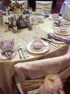 Victorian table and tea set! Vintage Cutlery, Vintage Table, Vintage Tea, Table Place Settings, Wedding Table Settings, Vintage China, Dinner Table, A Table, Wedding Dinner