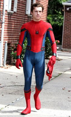 The best Peter Parker moments. The video stars Tom Holland as Peter Parker, Spider-Man. Spiderman Suits, Spiderman Costume, Tom Holand, Tom Holland Peter Parker, Lgbt, Cute Teenage Boys, Teen Boys, Men's Toms, Tommy Boy