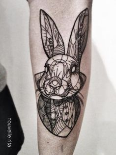 A linework Alice's rabbit by Nouvelle Rita.