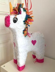 Einhorn-Pinata mit Süßigkeiten-Füllung | Mehr Infos auf Mamaskind.de Dinosaur Stuffed Animal, Unicorn, Blog, Toys, Unicorn Pinata, Rainbow Unicorn, Unicorn Birthday, Unicorn Party, Third Child