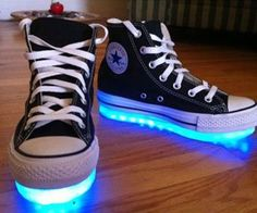 2 things I love. Converse and light up shoes! Converse Chucks, Converse All Star, Converse Chuck Taylor, Black Chucks, Custom Converse, Dr Shoes, Cute Shoes, Me Too Shoes, Diy Vetement