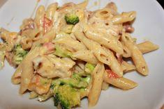 Kremete kylling, bacon og brokkoli pasta – Spiselise Food N, Good Food, Food And Drink, Pasta Recipes, Dinner Recipes, Norwegian Food, Recipe Boards, Pasta Dishes, Finger Foods
