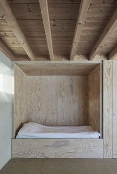 Tham & Videgård Arkitekter created 'Atrium House', a vacation home for a family of three generations on the island of Gotland in the Baltic Sea. Maison Atrium, Casa Atrium, Alcove Bed, Bed Nook, Scandinavian Architecture, Interior Architecture, Interior Modern, Plywood Interior, Built In Bed