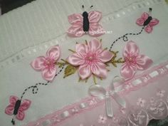 Ribbon Flowers On Lace Fabric Ribbon Embroidery Tutorial, Rose Embroidery, Silk Ribbon Embroidery, Embroidery Stitches, Embroidery Patterns, Ribbon Art, Ribbon Crafts, Band Kunst, Fabric Flowers