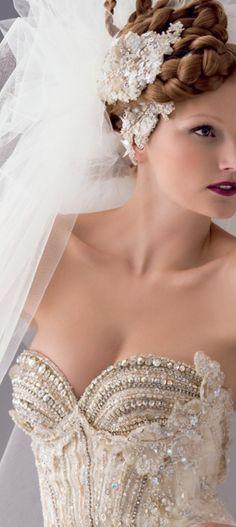 Blanka Matragi wedding dress and veil Keywords: wedding dress wedding gown #wedding #dress #gown #weddingdress #weddinggown  Follow Us: www.jevelweddingplanning.com www.facebook.com/jevelweddingplanning/ https://plus.google.com/u/0/105109573846210973606/ www.twitter.com/jevelwedding/