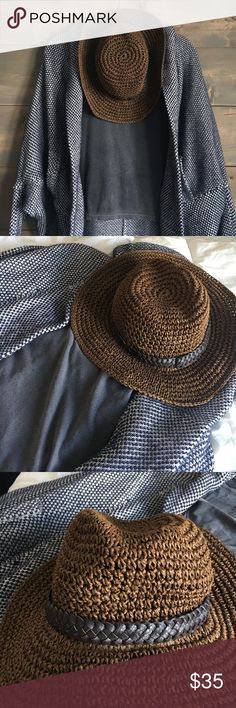 Sole Society Straw Hat Sole Society Brown straw hat! Super cute! Never worn! Bought it and it has sat in my closet 😩✌🏻(shirt & sweater not included) Sole Society Accessories Hats