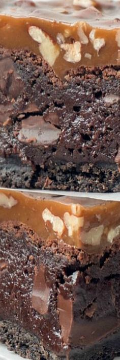 Triple-layer Fudgy Caramel Pecan Turtle Brownies - a dense, fudgy brownie on top of an Oreo cookie crust topped with a chewy caramel and pecan topping. Cookie Dough Cake, Chocolate Chip Cookie Dough, Brownie Cookies, Bar Cookies, Cookie Bars, Eat Dessert First, Dessert Bars, Köstliche Desserts, Delicious Desserts