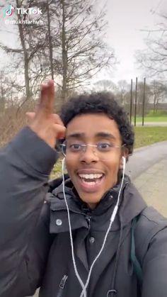 tick tok Source by zarienotsorry … Super Funny Videos, Funny Video Memes, Funny Short Videos, Really Funny Memes, Stupid Funny Memes, Funny Relatable Memes, Funny Black Memes, Funny Vidos, Funny Laugh