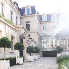 La cour de la maison parisienne.