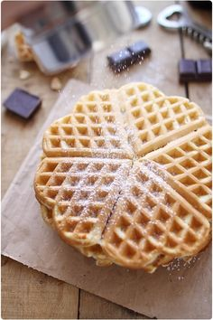 Waffles with Beer Savory Waffles, Crepes And Waffles, Easy Desserts, Dessert Recipes, Waffle Cookies, Crispy Waffle, Yogurt Pancakes, Good Morning Breakfast, Desserts With Biscuits
